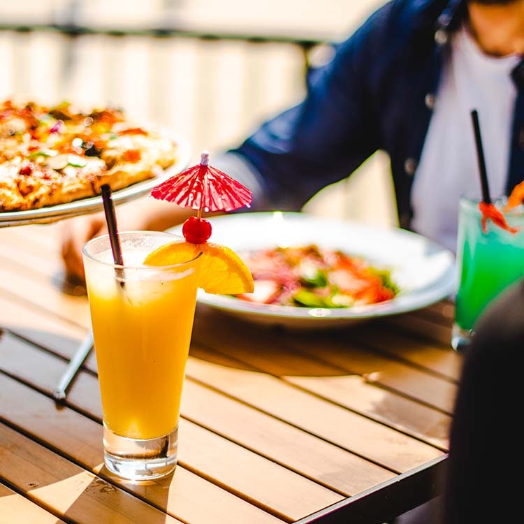 Coctail and pizza